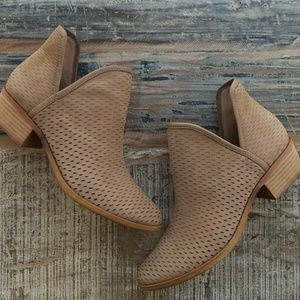 Lucky Bashina ankle boots